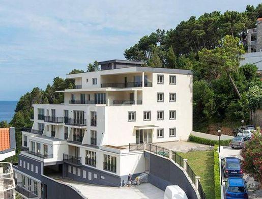 Апартаменты и квартиры в Святом Стефане (Черногория)