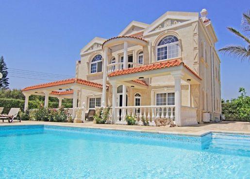 Дома и виллы в Айя-Напе (Кипр)
