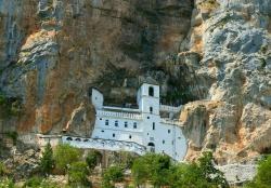 Монастырь Острог в Черногории